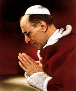 Pápež Pius XII. (1939-1958) už po 2. svetovej vojne prorocky varoval aj pred zločinmi komunizmu na Východe aj pred ideologickou ofenzívou marxizmu na Západe 2