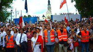 """Arcibiskup Krakowa: """"Poľsko je po červenej pliage komunizmu vystavené dúhovej pliage."""" 3"""