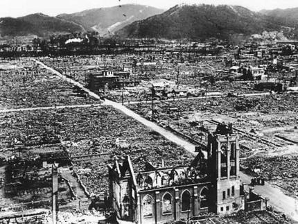 Hirošima, Nagasaki, sloboodmurárstvo, ruženec - jediná skutočná vojná v histórii je vojna proti Kristovej Cirkvi 8