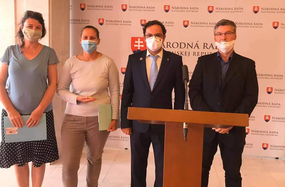 """Rozhovor s poslancom M. Čepčekom. """"Nie je mi ľahostajné barbarstvo zabíjania nenarodených detí."""" 3"""