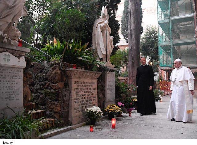 Pápež slávil omšu za zosnulých: Nádej nás priťahuje a dáva zmysel životu 6