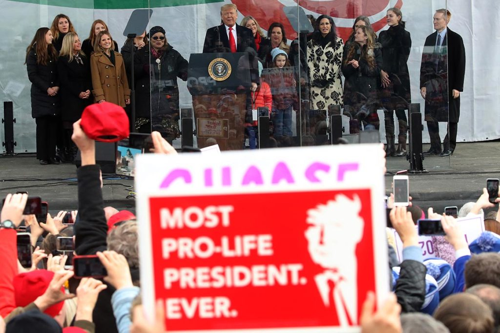 Prvý katolícky prezident v dejinách USA podporoval potraty. Biskupi zakazujú Bidena 1