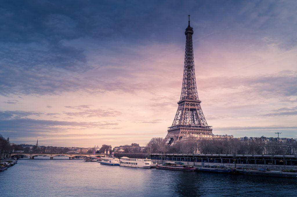Francúzsky minister vnútra sa vyhráža katolíkom 2