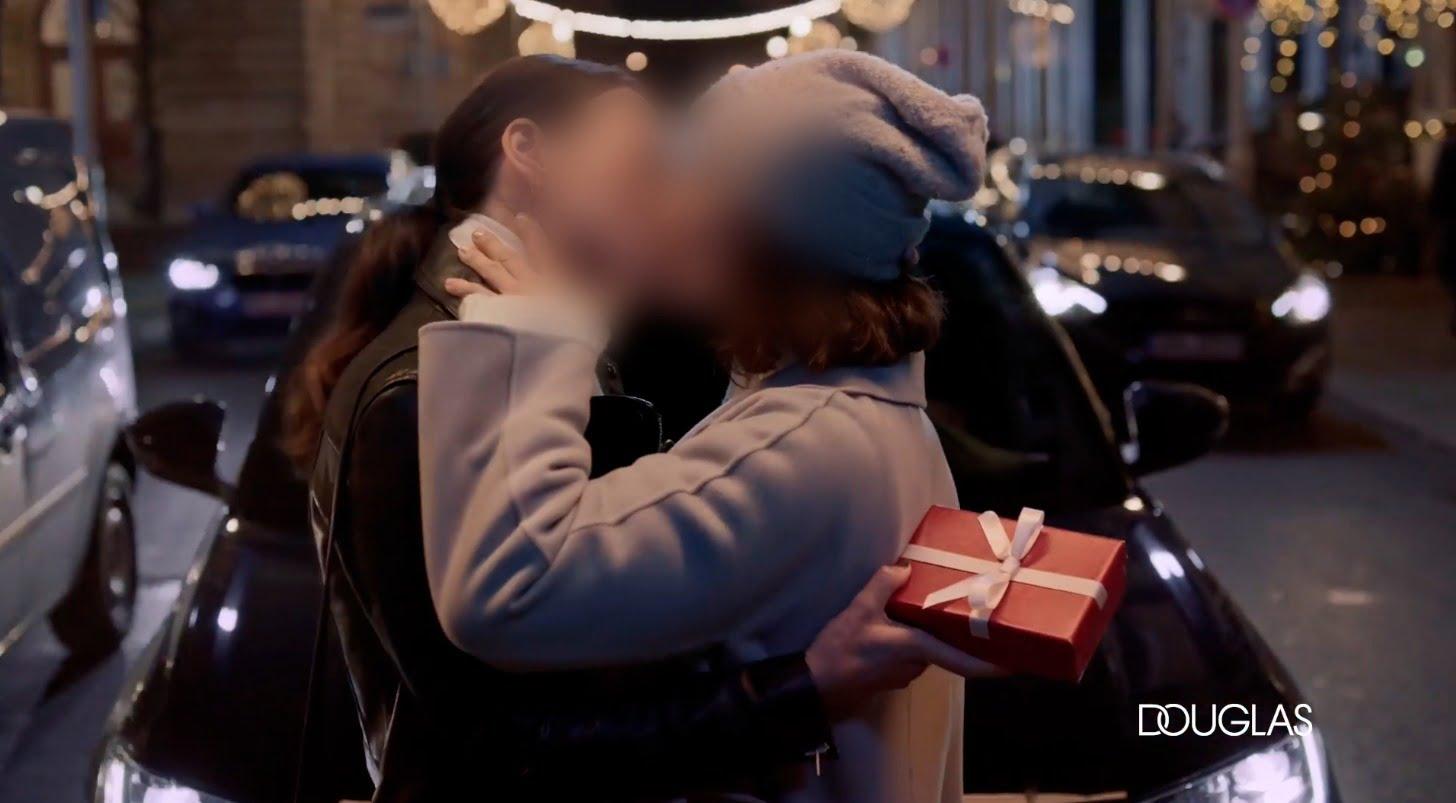 STOP lesbickej vianočnej reklame na TV JOJ!