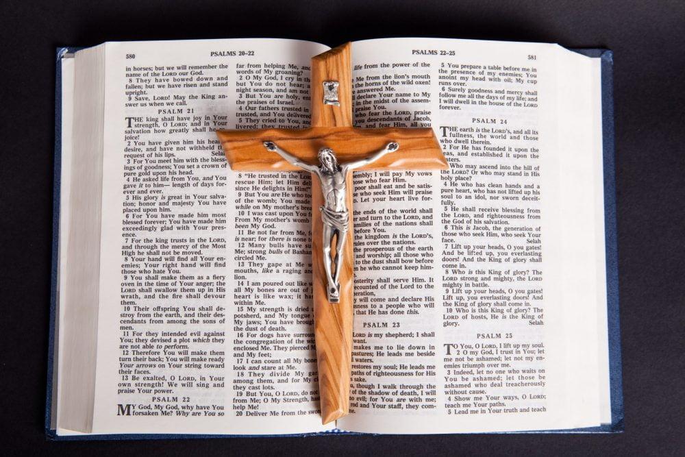 kríž a biblia sdzr