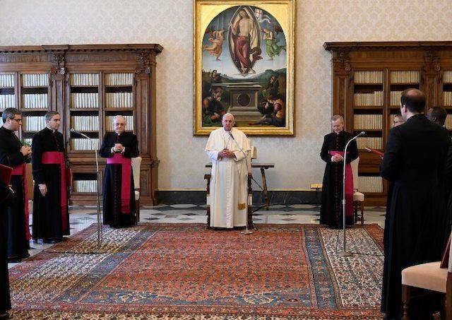 Pápež František - katechéza: Duch Svätý je náš učiteľ modlitby 6