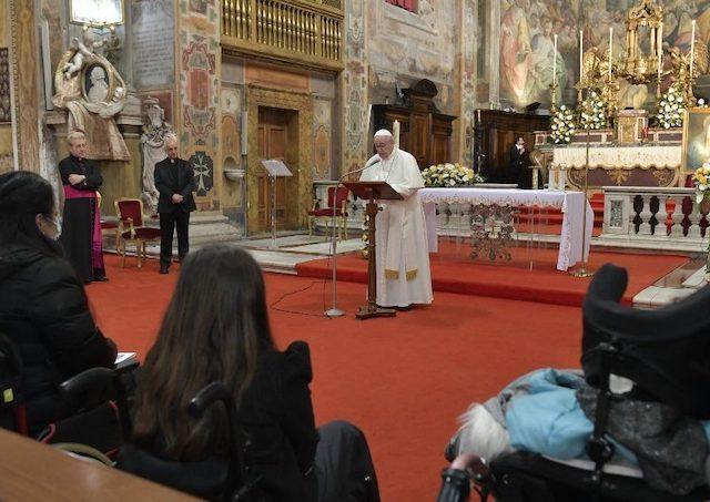 Pápež František v Nedeľu Božieho milosrdenstva: Sme milosrdní k iným? 1