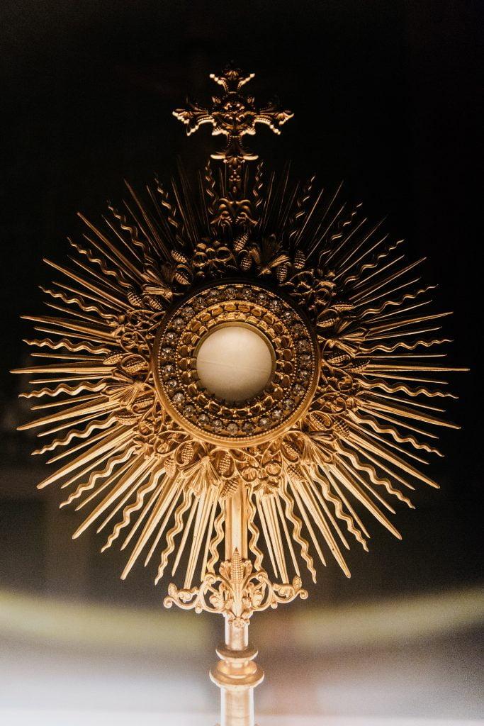 eucharistia - najsvätejsia sviatosť adoracia