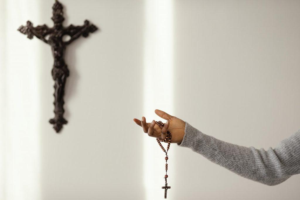 ruzenec kríž modlitba