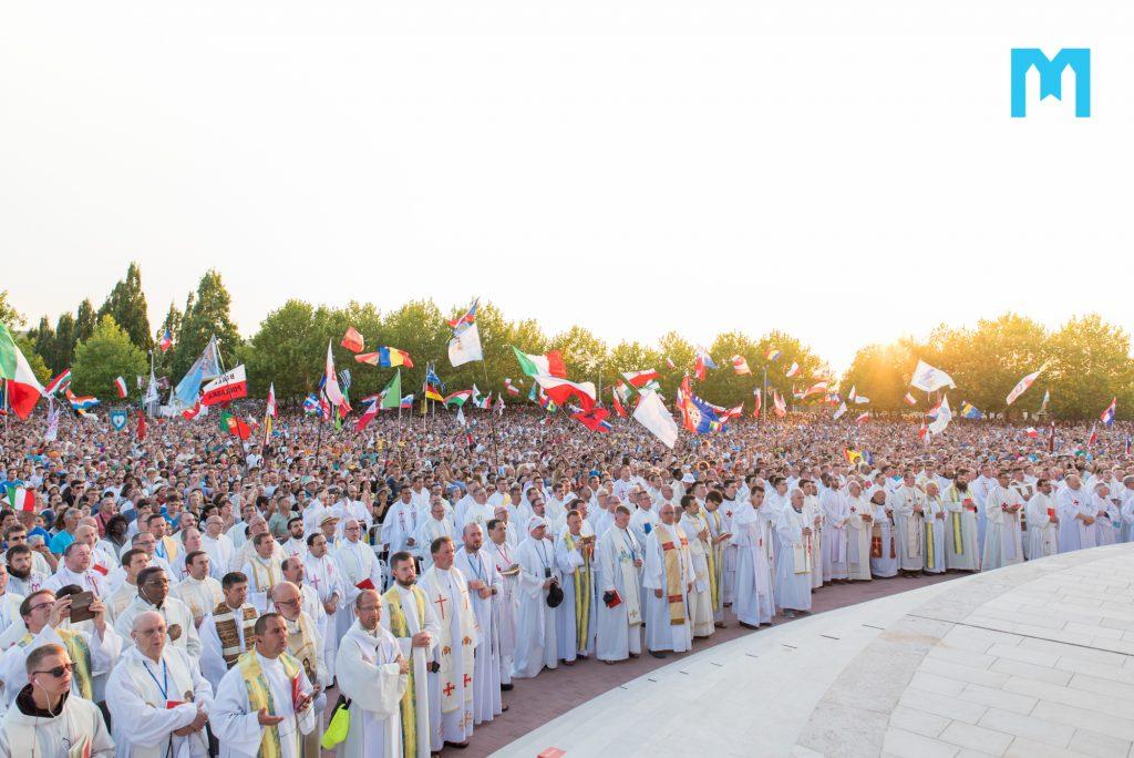 Kardinál Sarah vystúpi na Mladifeste v Medžugori 1